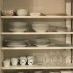 食器は使用頻度で収納場所を分ける