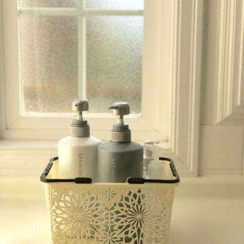 お風呂をキレイに保つためのシャンプーリンスの収納方法