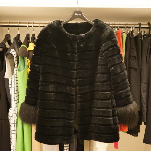 【数の管理】 冬物コートはお気に入りのモノだけ。